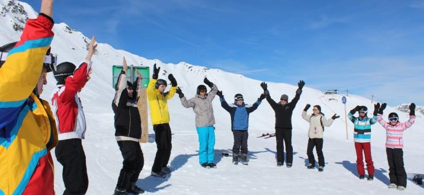 Bild im Schnee beim Afwärmen Skiwoche 2015/16